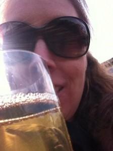 Met alcohol en een zonnebril op de foto voor LinkedIn - beter van niet