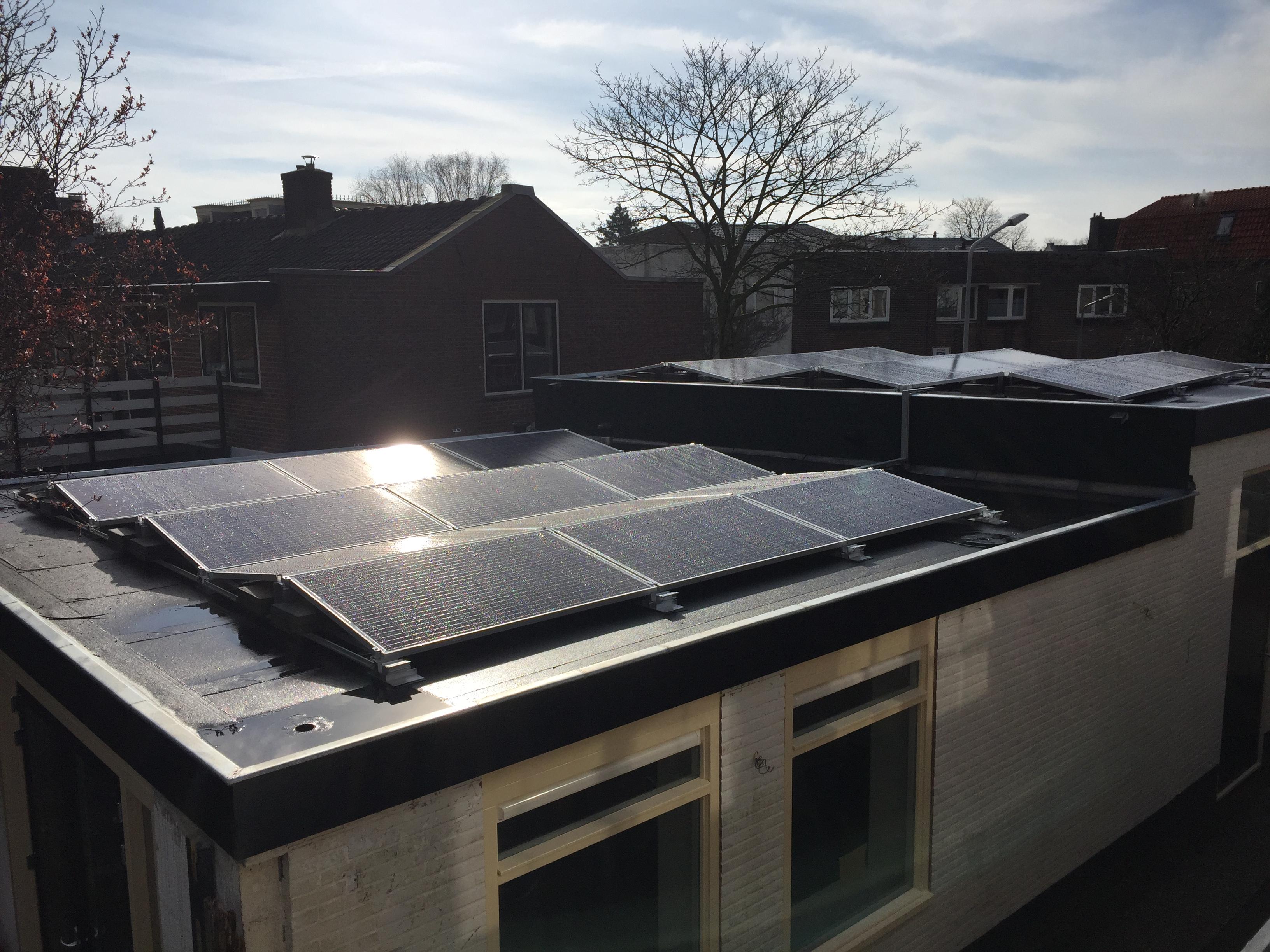 De zon op het dak van Koningsstraat 104